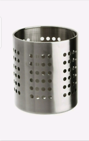 2 KITCHEN UTENSILS HOLDER