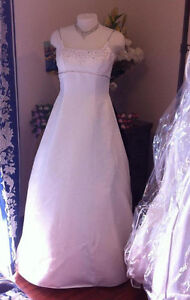 Elegant Paloma Blanca gown, excellent condition