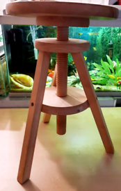 Child, painter, piano stool with free cushion