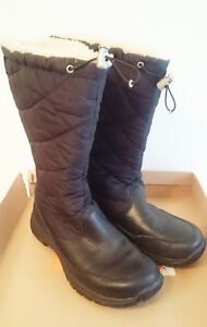 UGG Snowpeak boots size 8 USA bottes UGG Snowpeak