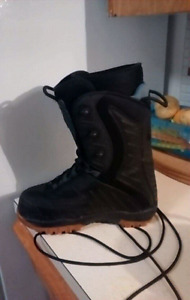 Good condition snowboarding boots
