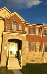 **RENT SPACIOUS 3 BEDROOM TOWNHOUSE IN SHARON**