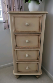 Bedroom Furniture Set (3 Piece) In Hand Painted Country Cream Finish.