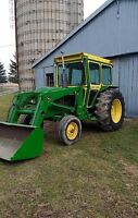 John Deere 2130 with loader and bucket