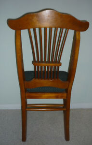 .. wooden antique King George Chair::Exc Condition::Smoke Free