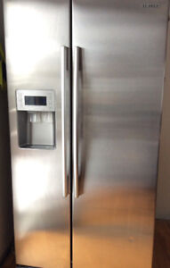 Side by Side Stainless Samsung Fridge (water/ice dispenser) 36''