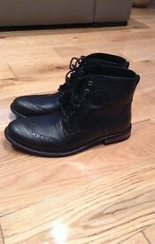 Black mens boots worn once immaculate condition