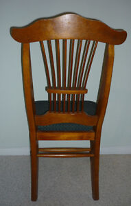 wooden antique King George Chair : Exc Condition:Clean:SmokeFree Cambridge Kitchener Area image 2