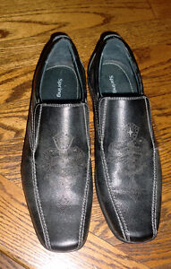 "Men's ""Spring"" black dress shoes - size 42 (9.5),new condition"