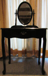 Vanity wooden dressing table with mirror