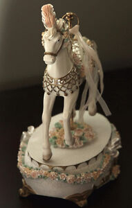 Cheval Musical Porcelaine Neuf Musical Horse New Boîte a musique