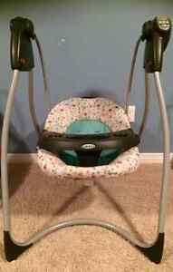 Baby Graco swing Winnie the Pooh Kitchener / Waterloo Kitchener Area image 1