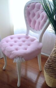French provincial tufted  Antique Chair Cambridge Kitchener Area image 2
