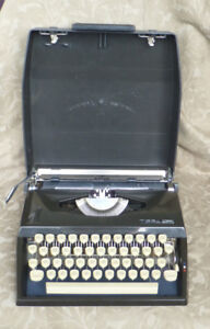 ADLER TIPPA S PORTABLE MANUAL TYPEWRITER GERMANY WORKS FINE
