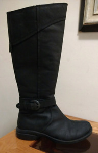 MERRELL Waterproof Women's Size 8 Leather Tall Boots