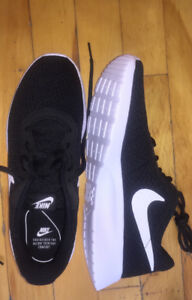 NIKE shoes women NEW / Chaussures NIKE femme NEUF