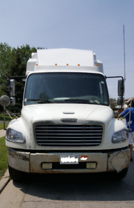 "2006 FREIGHTLINER 26"" WITH SLEEPER M2"