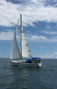 Catalina sailboat in excellent condition and low engine hours.