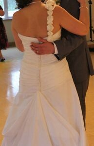 Beautiful Wedding Dress - Size 12 - Dry Cleaned