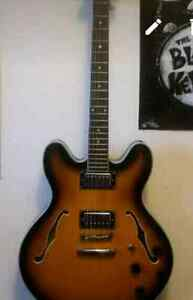 Le marquis vintage style electric hollow-body guitar