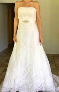 Beautiful wedding dress - size 0-2 - St. Patrick
