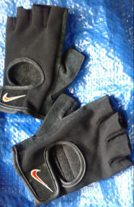 Nike fingerless training gloves