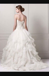 Stunning wedding dress-like brand new