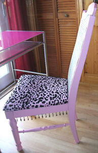 PINK DESK AND CHAIR London Ontario image 3