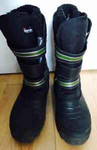 Youth boys winter boots only worn a few times size 9