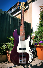 Squier by Fender Precision Bass Standard 5 string