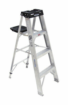 Werner 4 Ft. H X 19.56 In. W Aluminum Step Ladder 300 Lb. Capacity Type Ia