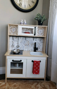 Children's Realistic and chic kitchen and island