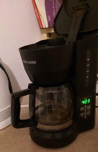 Belle cafetière / machine à café programmable Black & Decker !