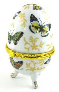 BEAUTIFUL NEW PORCELAIN BUTTERFLY EGG SHAPED FOOTED TRINKET BOX- MY1024