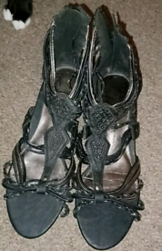 Ladies shoes size 5 never worn. 6 pairs