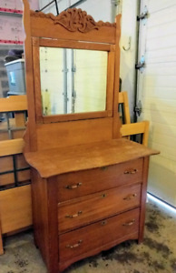 Solid wood drawers and mirror