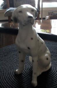 Petit  chien en porcelaine