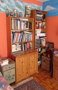 SOLID PINE BOOKCASE WITH 2-DOOR CABINET, WOODEN BOOKCASE SHELVES West Island Greater Montréal image 2