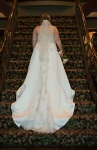 Ivory Satin Strapless A-Line Wedding Gown w/veil & Petticoat