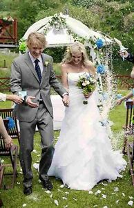 LICENSED WEDDING OFFICIANT AND CERTIFIED WEDDING CELEBRANT Peterborough Peterborough Area image 1