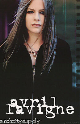 POSTER : MUSIC : AVRIL LaVIGNE  - POSED - FREE SHIPPING !  #6597  RW6 T