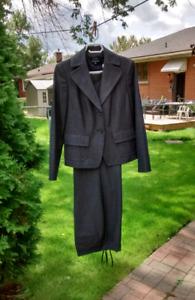 Women's Suit by Jones of New York - Size 6 - PRICE DROP