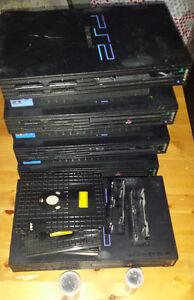 Playstation 2 fat et ps1 pour pièces et réparation.  Pas de liv