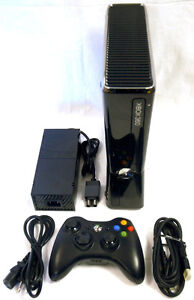 Xbox 360 4gb with Kinect - Excellente Condition