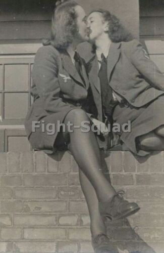 WW2 Picture Photo Two German Womans in Uniform Kissing 3443