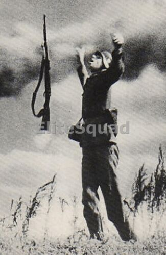 WW2 Photo Picture German soldier has been hit by the enemy fire while attack 356