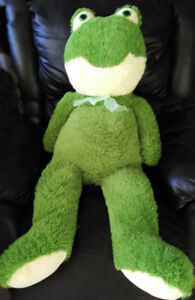 Green frog soft toy, 1 m tall