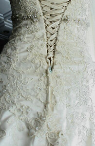 Negotiable price - Gorgeous petite ivory wedding dress (XS to M)