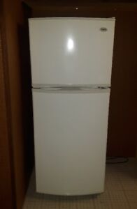 Fridge w. freezer – pick up when you need it (Cartierville)