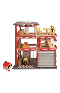 Wooden firehouse with furniture - Hape
